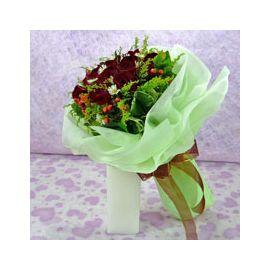 12 Black Roses Handbouquet