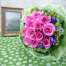 12 Hot-Pink Roses Handbouquet