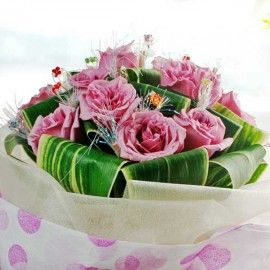 12 Natural Classic Purple Roses Handbouquet