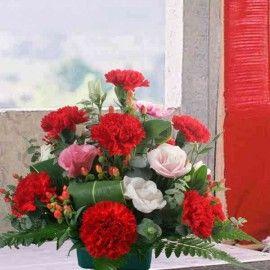12 Red Carnation all-round Arrangement