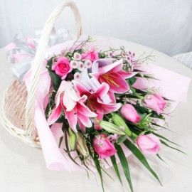 3 Pink Lilies 6 pink Roses Handbouquet