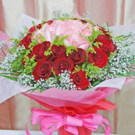 50 Roses (25 Red 25 Peach at center) Handbouquet