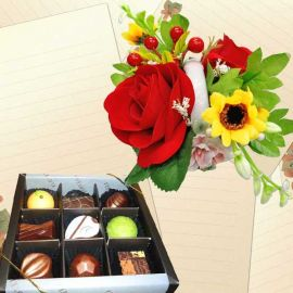 """Elovela"" Gourmet (Fresh)Chocolate 9 pcs With Artificial Flowers"