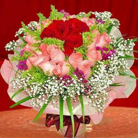 24 Roses Handbouquet ( 21 Peach 3 Red )