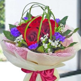 6 Red Roses Special Wrapping Hand Bouquet