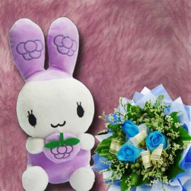 25 cm Bunny with 3 Blue Roses Handbouquet