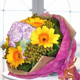Hydrangeas Purple with Yellow Gerbera Handbouquet