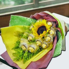 Sunflowers With 12 Ferrero Rochers Handbouquet