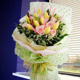 10 Yellow Tulips Handbouquet