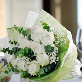 12 White Roses Hand Bouquet Delivery In Singapore